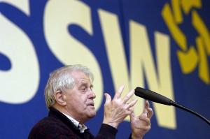 Karl Otto Meyer taler ved SSW's landsmøde i Tarp  (Foto: Lars Salomonsen)