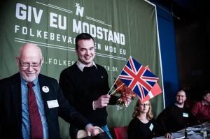 Ved Folkebevægelsen mod EU's landsmøde fik Kelvin Hopkins, medlem af det britiske Underhus og aktiv EU-modstander, Folkebevægelsen mod EU's trræskopris.  Fotograf: Alexander Zehntner